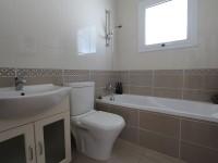 13_ANT101DP_Main_bathroom